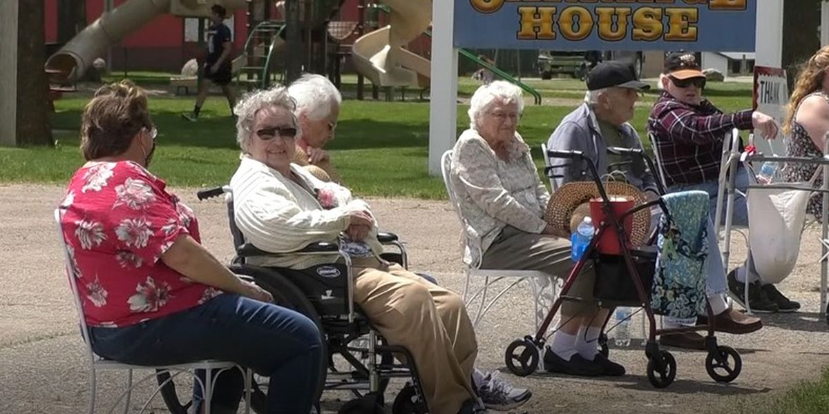 Community spreads joy to assisted living residents amid pandemic