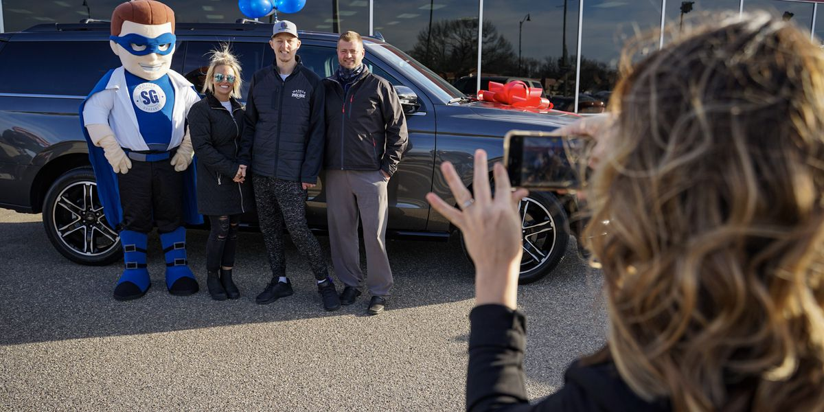 PHOTOS: Family of wounded officer gifted new car and $25,000 check
