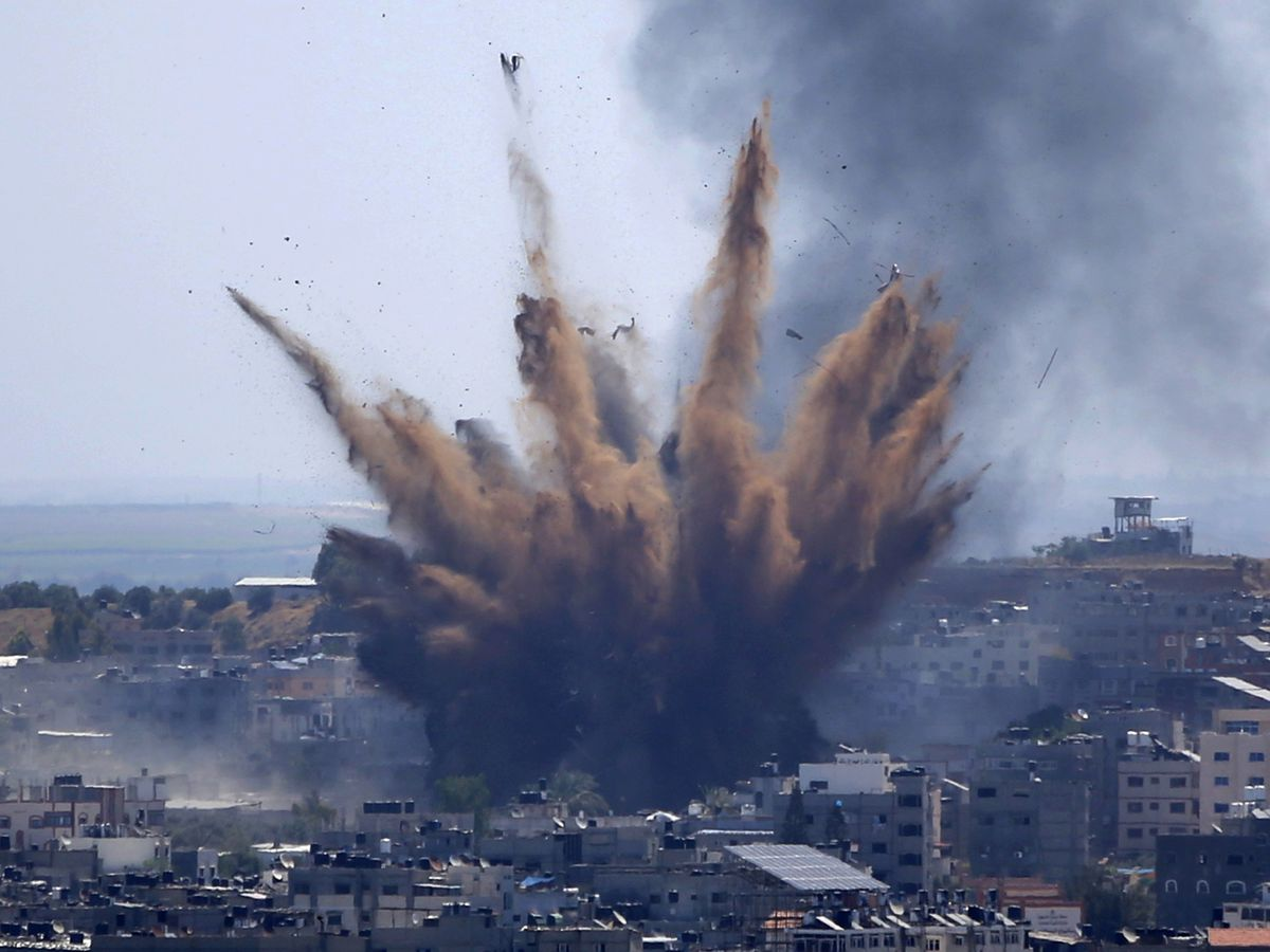 Palestinians flee as Israeli artillery pounds northern Gaza