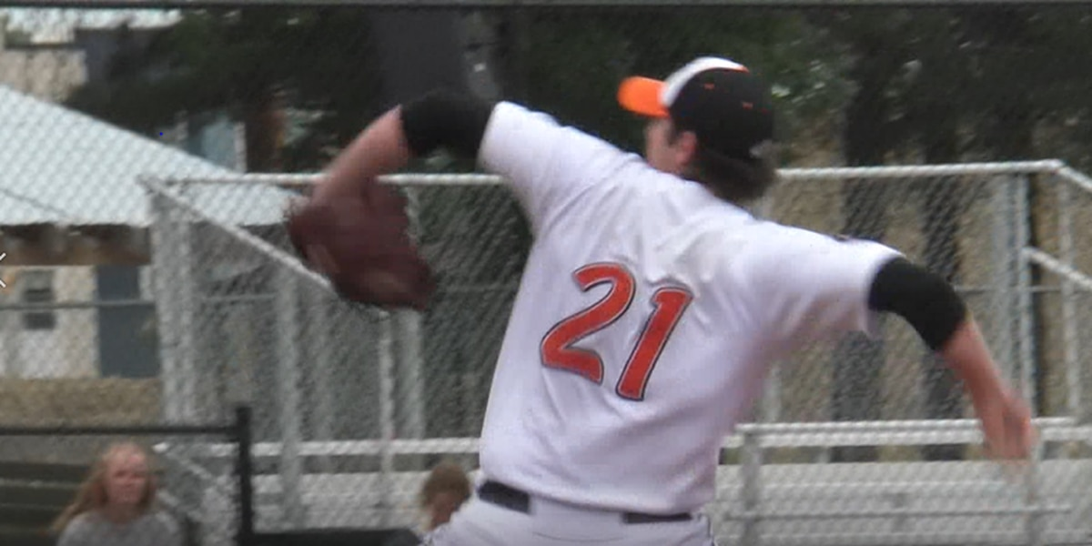 MoonDogs remain winless after Rox sweep series, 6-2