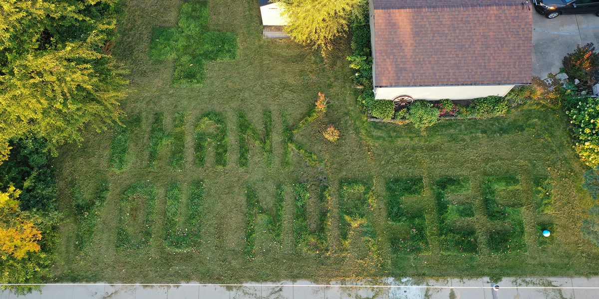 Neighbor of MCHS-Mankato uses lawn to thank nurses