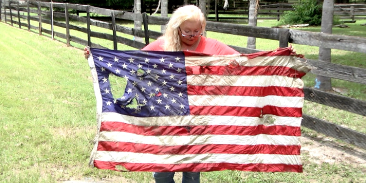 American flags stolen from Florida restaurant, vandalized a week later