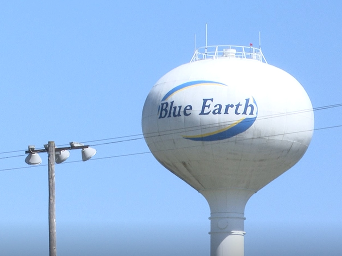 Blue Earth Middle School students serve community