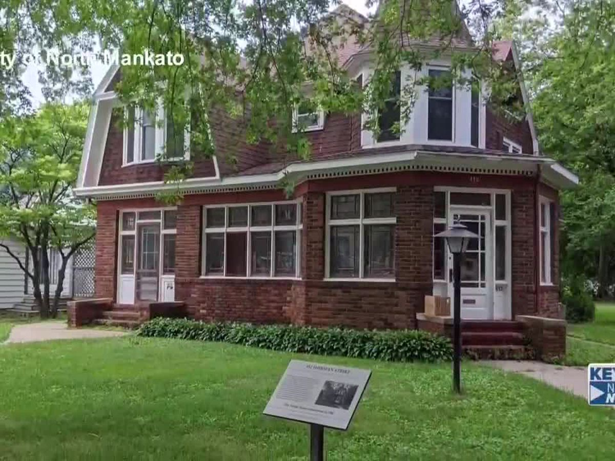 Plaques placed In front of historic homes in North Mankato