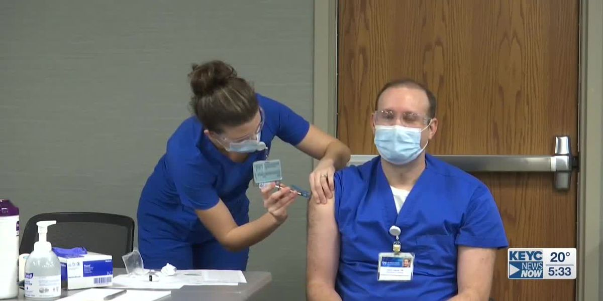 Mayo Clinic Health System Mankato begins vaccinating healthcare workers