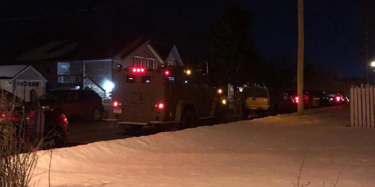 Man in custody after standoff with law enforcement in Waseca