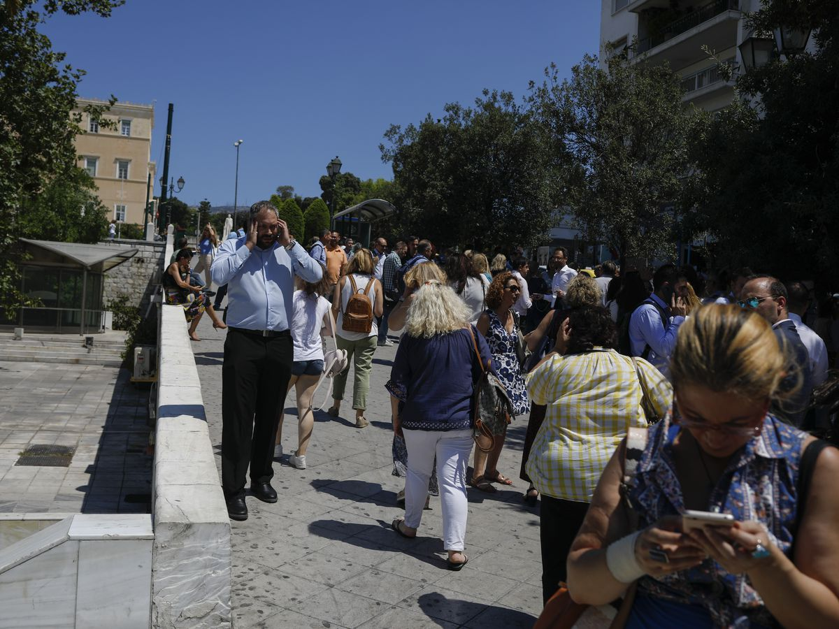 Strong quake hits near Greek capital of Athens, sparks fear