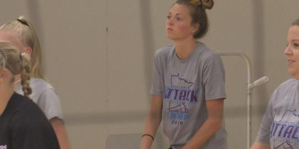 Former Mankato West Volleyball star returns home to help coach camp