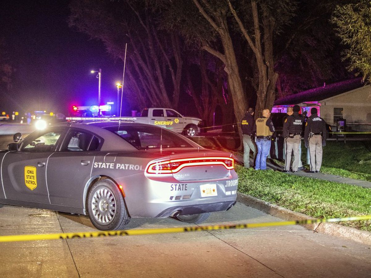 Authorities: 2 Iowa deputies and suspect wounded in shootout