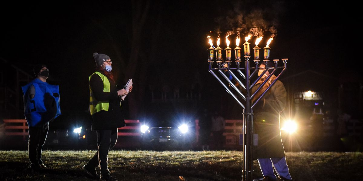 Hanukkah celebration brings people together in Mankato
