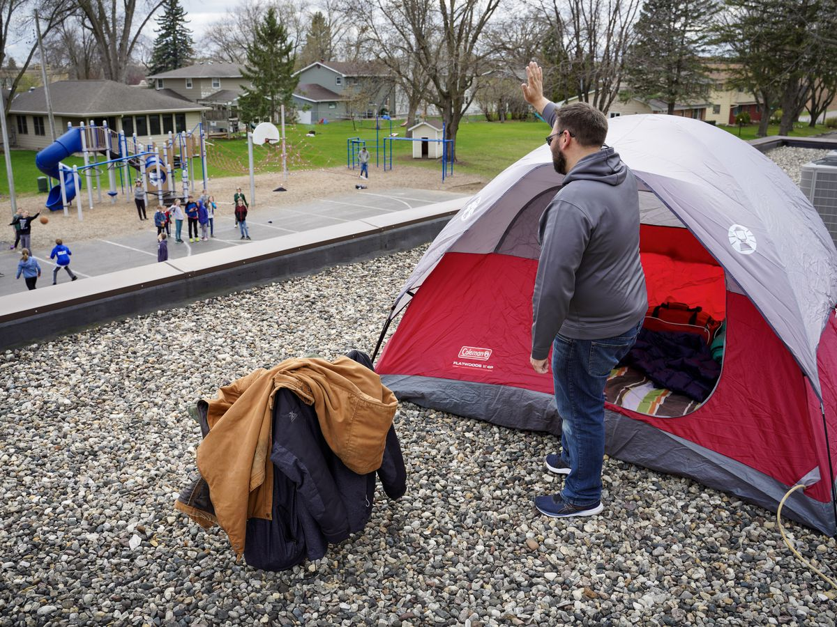 Mt. Olive Lutheran School principal spends the night on school's roof
