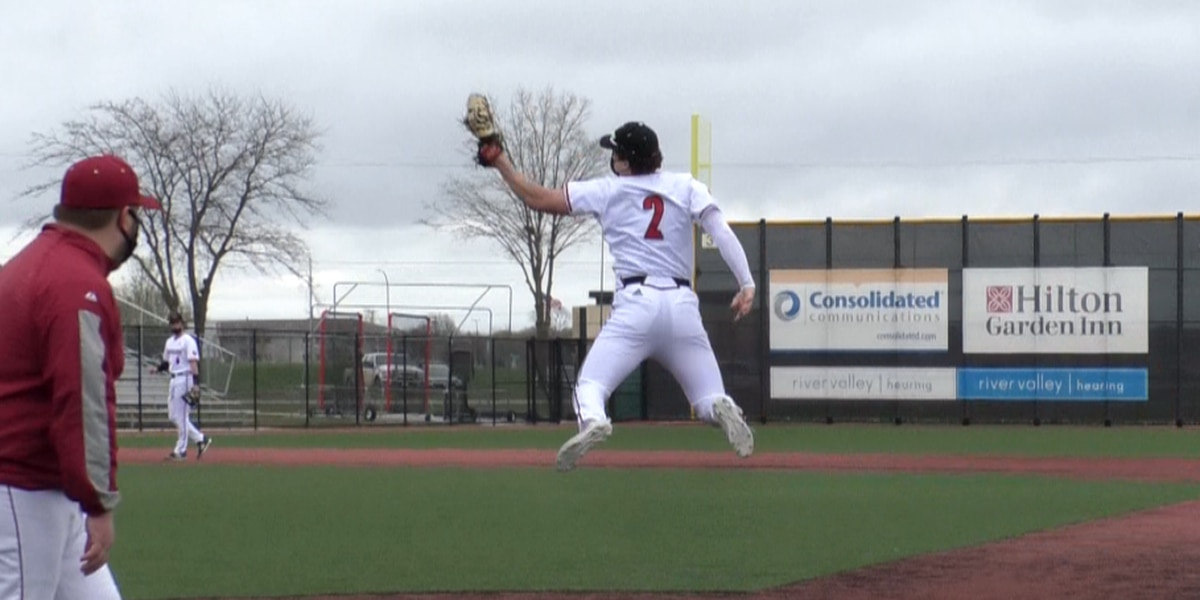 Scarlets rout Northfield 7-2 to remain perfect on season
