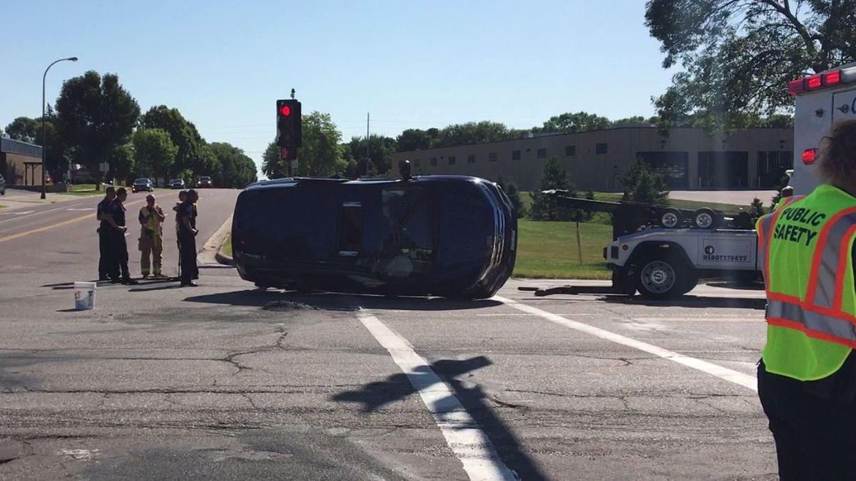 No serious injuries after rollover in Mankato
