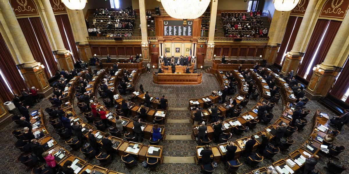 Iowa lawmakers open session with limited virus rules