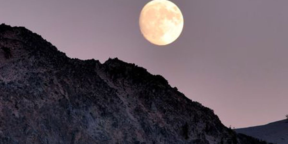 September's full moon comes early in the month