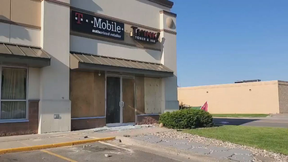 Following peaceful protests, other group causes damage near Mankato mall