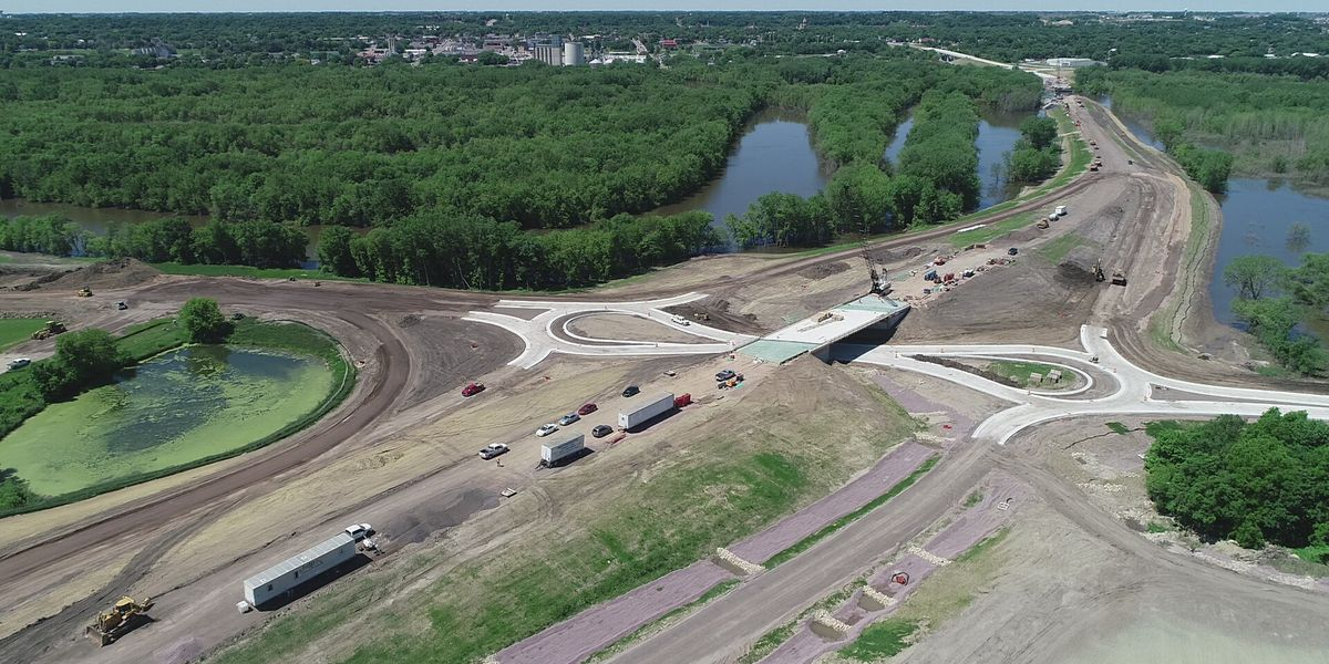 Minnesota River levels push back Highway 14, 15 construction