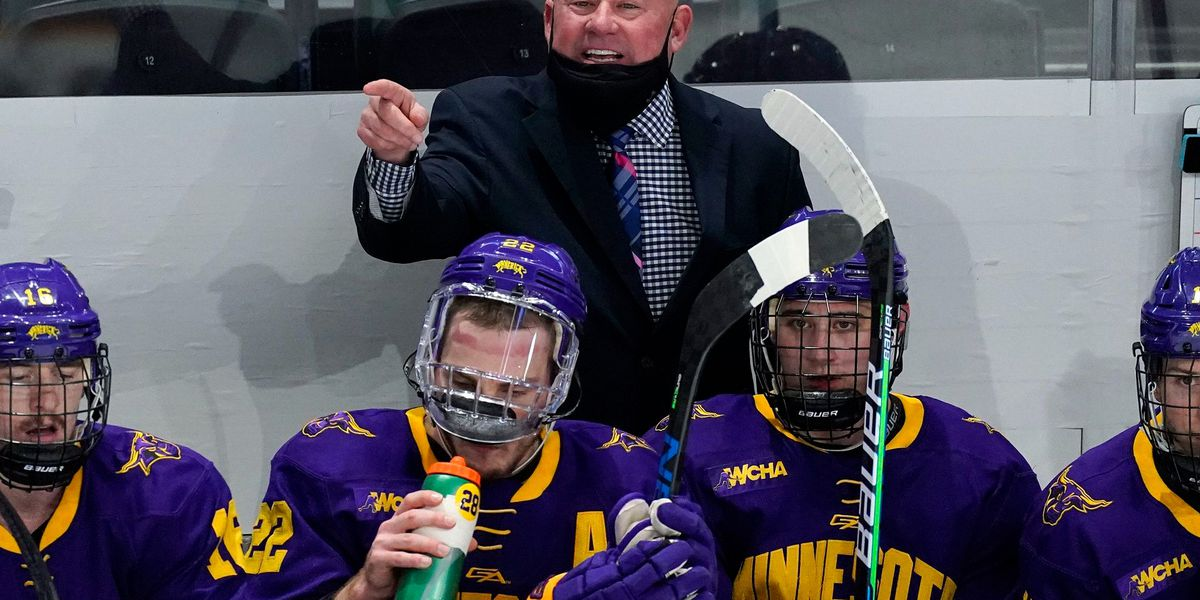 Minnesota State's Mike Hastings named national coach of the year