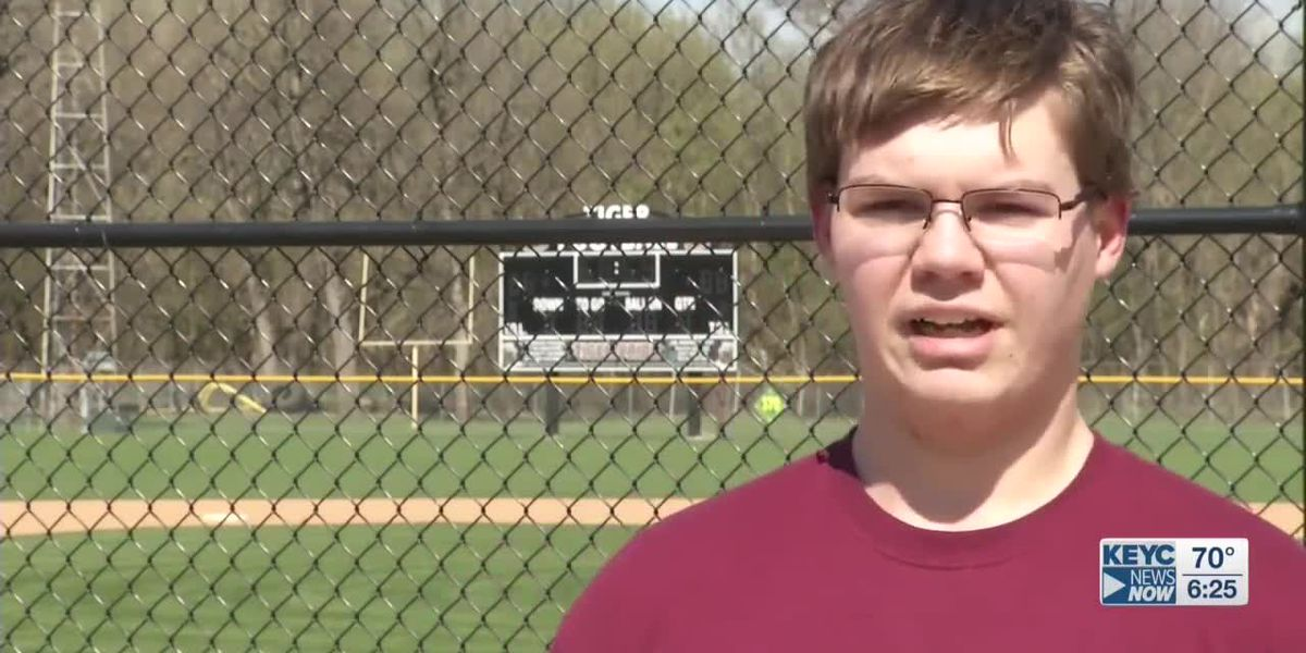 Springfield football player hopes to be inspiration to others after losing 104 pounds