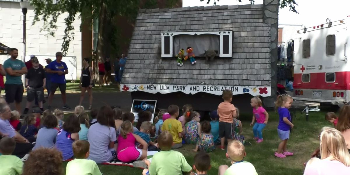Puppet Wagon delivers smiles in New Ulm