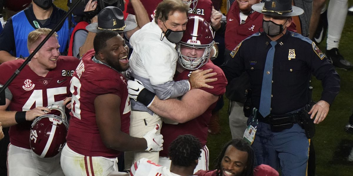 No. 1 Alabama wins national title 52-24 over No. 3 Ohio St