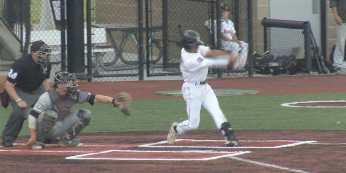 Moondogs top Larks in extra innings