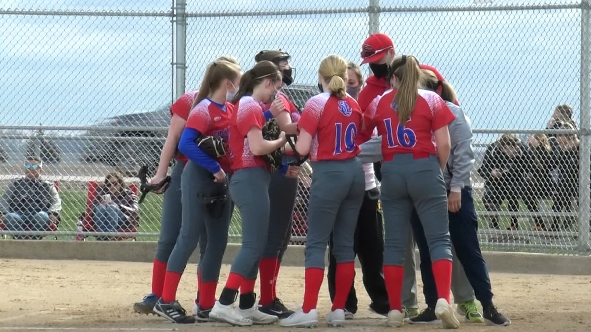 St. Clair-Loyola falls short to Blooming Prairie 8-5