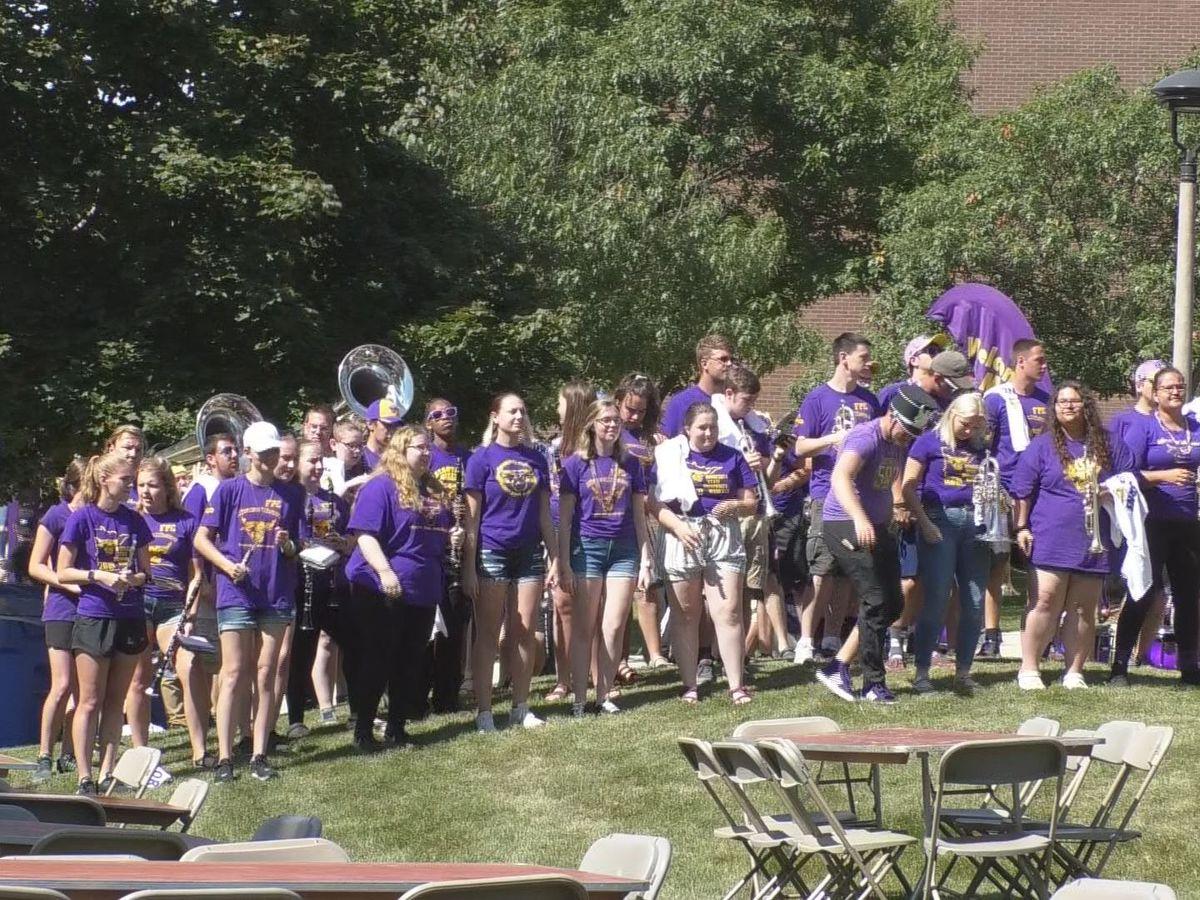 New MSU, Mankato students run through Alumni Arch