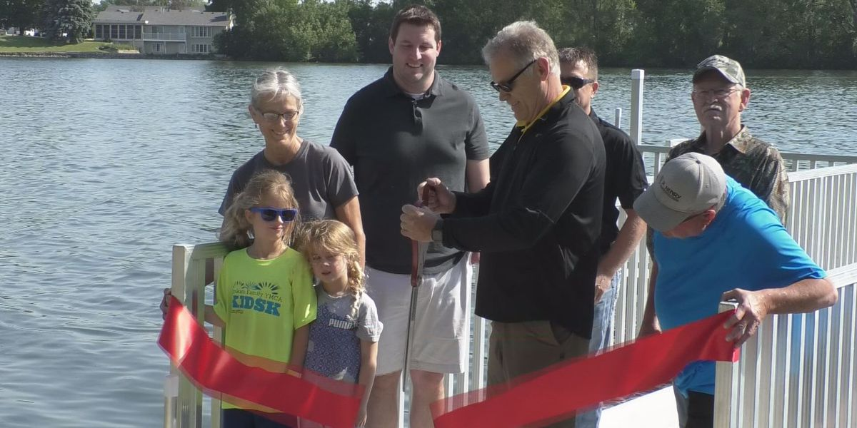 Ribbon cutting celebration at Robinson Park