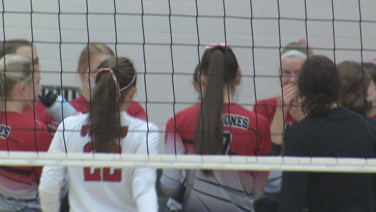 St. Clair takes down Nicollet in straight sets