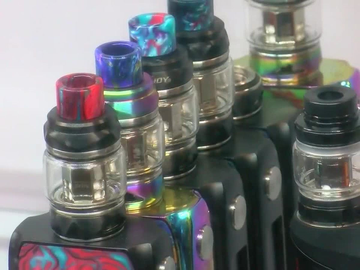 US vaping illnesses top 500, Missouri man is 8th death