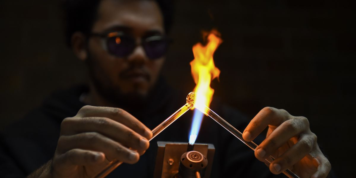 Local artist offers private glass-blowing lessons at Mankato Makerspace