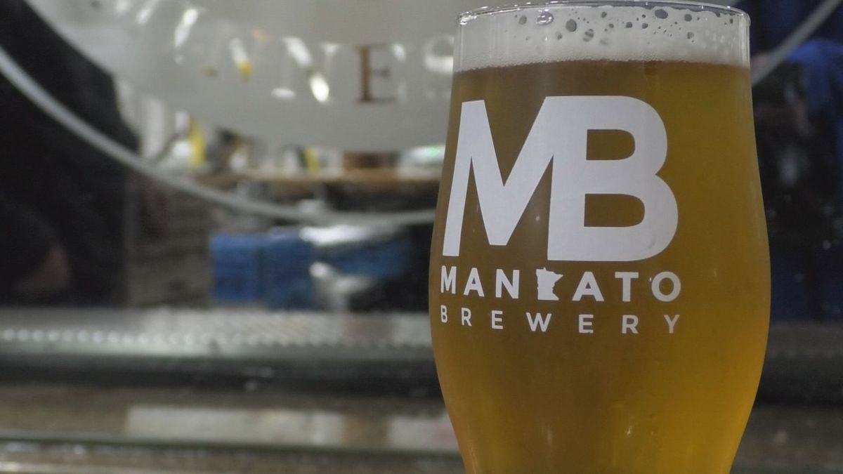 Mankato Brewery thanking health care workers with free beer