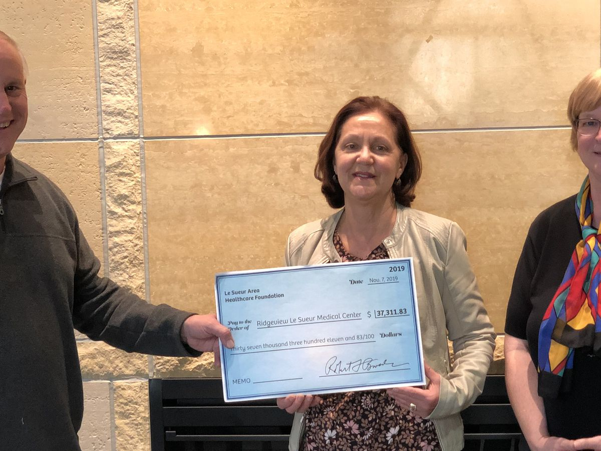 Ridgeview Le Sueur Medical Center receives gift from Le Sueur Area Healthcare Foundation